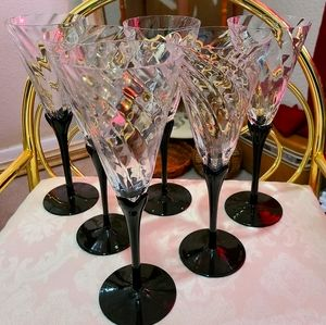 Set of 6 beautiful vintage champagne glasses!
